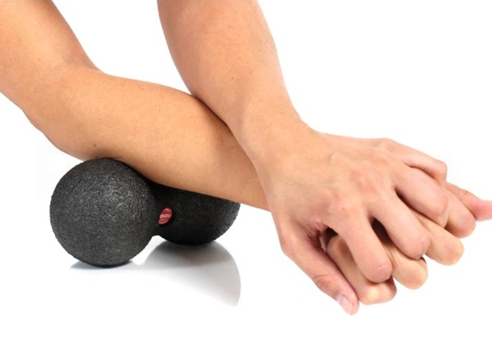 Togu Massage Blackroll Duoball i sort på 16 X Ø8 cm